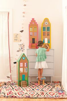 DIY cardboard brownstones from Merrilee Liddiard's book Playful. DIY cardboard brownstone houses with duct tape from Merrilee Liddiard's book PLAYFUL. Photography by Nicole Gerulat Easy Crafts To Make, Easy Crafts For Kids, Summer Crafts, Projects For Kids, Diy For Kids, Craft Projects, Craft Ideas, Diy Ideas, Project Ideas
