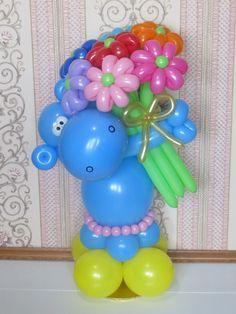 Hippo with flowers // Бегемотик с букетом :) Love Balloon, Balloon Flowers, Balloon Bouquet, Balloon Arch, Easy Balloon Animals, Mothers Day Balloons, Twisting Balloons, Balloon Modelling, Balloon Crafts