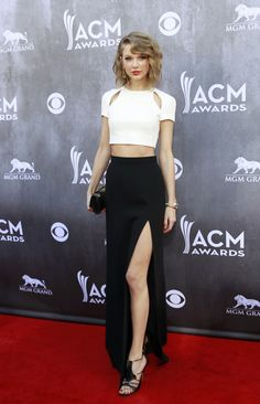 Country music artist Taylor Swift arrives at the Annual Academy of Country Music Awards in Las Vegas Taylor Swift, Bar Outfits, Night Outfits, Club Outfits, Celebrity Red Carpet, Celebrity Look, Club Dresses, Nice Dresses, Swarovski Outlet
