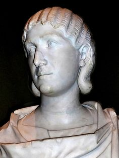 women of rome Historical Women, Roman History, Ancient Rome, Roman Empire, Sculpture, Stamps, Costumes, Vintage Hairstyles, Statues