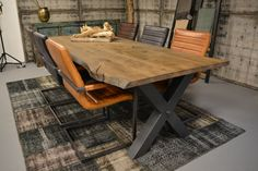 Diy Tisch, Drafting Desk, Sweet Home, Dining Table, Living Room, Industrial Dining, Funny Stories, Furniture, Home Decor