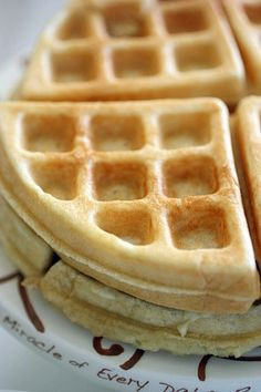 Easy Every Day Waffles with multiple add in variations. Make extras for easy breakfast all week. Made using coconut oil & a little butter. What's For Breakfast, Breakfast Dishes, Breakfast Recipes, Waffle Iron Recipes, Morning Food, No Cook Meals, Sweet Recipes, The Best, Homemade Waffles