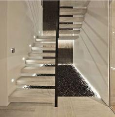 Stiegen aus Naturstein können sowohl im Innenbereich, als auch im Außenbereich verwendet werden. Wir produzieren natürlich auch Treppen aus Kunststein die eignen sich besonders für Treppenelemente, Bodenbeläge, Kunstwerke und mehr. Der Boden und die Stiege bestimmen Charakter, Stil und Atmosphäre eines Raumes entscheidend mit. Sie sind absolut pflegeleicht und mit minimalem Unterhalt sehr beständig. Ausserdem kann Kunststein farblich mühelos in bestehende Architektur eingepasst werden.