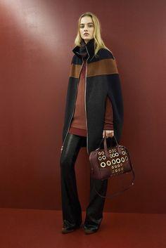 comment porter un poncho noir châtain femme conseils utiles copier tendance mode automne hiver #poncho  #woman #mode #fashion