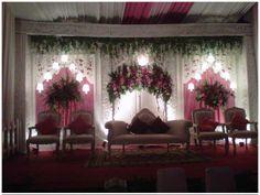 Soraya Wedding Organizer   Gallery Pelaminan  Pelaminanm minimalis dengan nuansa merah muda.