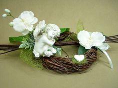 All Saints Day, Funeral Flowers, Black Flowers, Arte Floral, Ikebana, Grapevine Wreath, Flower Designs, Flower Arrangements, Diy And Crafts