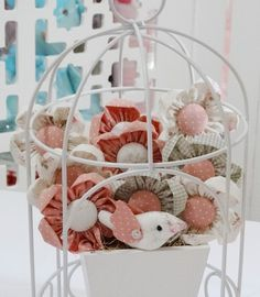 Gaiola redonda+ vaso de flores + passarinho - Infinita Arte for Baby