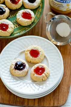Are you Peanut Butter and Jelly fan? So today I baked a batch of buttery Shortbread Peanut Butter Thumbprint cookies topped with berry jam to help my PB&J cr. Peanut Butter Thumbprint Cookies, Butter Shortbread Cookies, Strawberry Jam, Chocolate Chip Cookies, Cookie Recipes, Sweet Treats, Sweets, Baking, Food Food