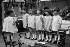 Little-Known Second Verses of 10 Children's Songs. I actually knew most of the verses to London Bridge, all the rest were news to me. Funny Kids, Cute Kids, Black White Photos, Black And White, Vintage Children Photos, Lewis Carroll, Music For Kids, Jolie Photo, Vintage Photographs