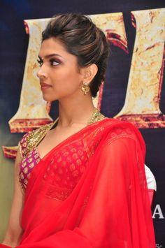 #DeepikaPadukone in Red-Hot Saree !!!