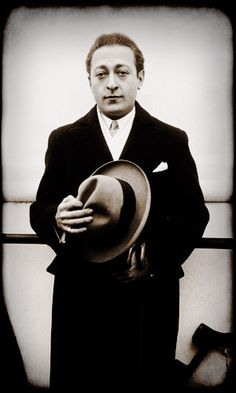 Mae West's neighbor in the the 1930 census was Jascha Heifetz a Jewish violin virtuoso born in Lithuania and his wife the silent motion picture actress Florence Vidor, ex-wife of King Vidor, whose seven year old daughter, Suzanne, Jascha Heifetz adopted. The couple had two more children, Josefa (born 1930) and Robert (1932 — 2001).
