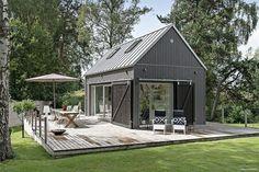 New exterior de casas madera Ideas Modern Barn House, Tiny House Cabin, Tiny Cabins, Log Cabins, Shed Homes, Small House Design, Scandinavian Home, Building A House, House Plans