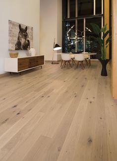 Collection Flair | Plancher de chêne blanc à caractère prononcé et de couleur White Mist