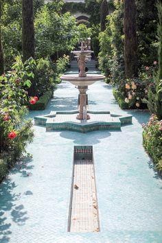 Mosaïque Grande Mosquée de Paris fraicheur Monuments, Garden Sculpture, Garden Design, Outdoor Living, Photos, Sidewalk, Home And Garden, France, Architecture