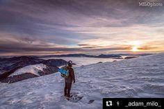 """Keď ti ráno začne deň si väčšinou položíš otázku..""""čo budem dnes robiť?"""".Ja mam ale radšej otázku """"kam dnes pôjdem?"""" tu som sa rozhodol pre #stoh a opäť to nemohlo byť iné ako skvelé      #praveslovenske od @_adam_milo_  #malafa #sunrise #landscape #moutains #slovensko #slovakia #hiking #inversion #clouds #hills #nature #winter #snow #sky"""