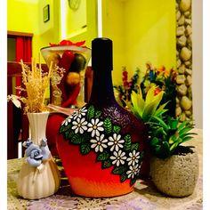 Painted Glass Bottles, Glass Bottle Crafts, Diy Bottle, Bottle Art, Beach Rock Art, Blue Wine Glasses, Painted Mugs, Bottle Painting, Pottery Painting