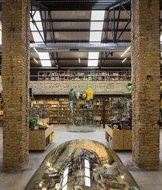 Serrano + Baquero instalan una tienda de comics en una nave agrícola de inicios del s.XX