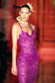The Best, Most Supermodel-Filled Images from the Height of Gianni Versace's Reign Look Fashion, 90s Fashion, Runway Fashion, High Fashion, Fashion Show, Vintage Fashion, Fashion Outfits, Versace Fashion, Versace Dress