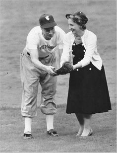 Ms. Truman gets a few pointers from Joe Di Maggio of the New York Yankees, June 27, 1955.  ❤❤❤ ❤❤❤❤❤❤❤  http://en.wikipedia.org/wiki/Margaret_Truman  http://www.trumanlibrary.org/mtd-bio.htm