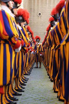 Revista de la Guardia Suiza en el Vaticano, Roma Italia