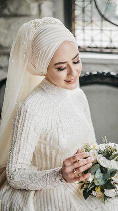 6 Beautiful Wedding Dress Trends in 2020 Bridal Skirts, Red Wedding Dresses, Wedding Dress Trends, Wedding Gowns, Bridesmaid Dresses, Muslim Wedding Gown, Muslimah Wedding Dress, Muslim Gown, Muslim Hijab