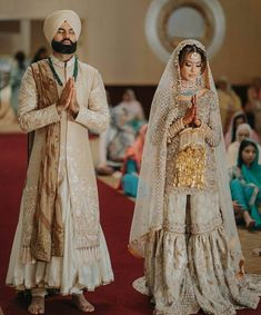 Top Bridal Trends To Steal From Sikh Brides - ShaadiWish Sikh Wedding Dress, Wedding Outfits For Groom, Punjabi Wedding Couple, Sikh Bride, Punjabi Bride, Bridal Dupatta, Bridal Chura, Groom Outfit, Bride Look