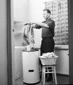 "Using ""Frania"" washing mashine / Poland / thanks to Pewex… Scrapbook Journal, Travel Scrapbook, Socialism, Communism, Interwar Period, Fantasy Witch, Good Old Times, Old Photography, Old Advertisements"