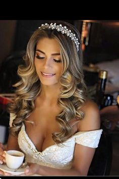 Hair style bridal hairstyle wedding scattered hairstyle long hair half up half down loose hair style shoulder length curly hair with Quinceanera Hairstyles, Wedding Hairstyles For Long Hair, Loose Hairstyles, Trendy Hairstyles, Hairstyle Wedding, Hairstyle Ideas, Bride Hairstyles For Long Hair, Hair Ideas, Hairstyles 2018