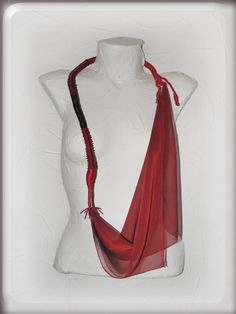 Cadenas y collares - ENVÍO GRATIcollar rojo artística, bufanda infinito - hecho a mano por Vesna-Kolobaric en DaWanda