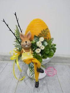 Diy Easter Decorations, Flower Decorations, Rabbit Crafts, Easter Flowers, Egg Art, Egg Decorating, Easter Wreaths, Spring Crafts, Easter Crafts