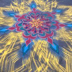 Star Man- Stardate- January 16th 2016    Follow me on Facebook http://www.facebook.com/joe.mangrum.art When sharing please include my links Ⓒ 1994-2015 Joe Mangrum http://www.joemangrum.com #sandart #sandpainting #NYC @joemangrum #colorful #art #streetart #art #streetlife To order T-shirts and more: j.mp/6colormangrum