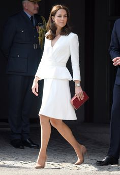 Kate Middleton from The Big Picture: Today's Hot Photos The Duchess looks chic in a Alexander McQueen coat as she arrives to the Warsaw Rising Museum in Warsaw, Poland. Moda Kate Middleton, Looks Kate Middleton, Estilo Kate Middleton, Princesse Kate Middleton, Kate Middleton Fashion, Kate Middleton Wedding, Kate Middleton Dress, Estilo Real, Princess Kate