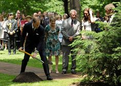 Kate Middleton Photos - The Duke And Duchess Of Cambridge Canadian Tour - Day 3 - Zimbio