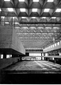 n-architektur:  Salão Caramelo em construção Vilanova Artigas and Carlos Cascaldi Photo via andre.leal