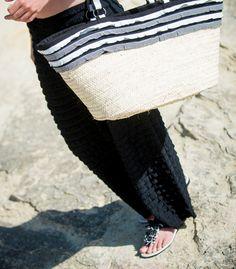 nu-pieds pantalon frou-frou et panier de plage Lucile