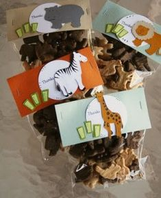 Animal cracker favors for zoo party and other great ideas from crystalandcomp.com