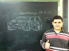 Excelente dibujo improvisado en 10 minutos por Hamed Mustafa. El alumno, su imaginación, la tiza y la pizarra.