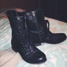STEVE MADDEN black combat boots. Very new. Only worn once. Steve Madden Shoes Combat & Moto Boots
