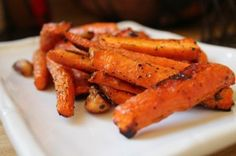 Simple Roasted Carrot and more of the best paleo Thanksgiving recipes on MyNaturalFamily.com #paleo #thanksgiving