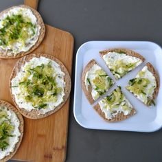 Fennel Ricotta Pizza - so simple to make pizza on pita bread! A perfect time-saver! | Frugal Nutrition