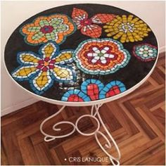 Mosaic Designs, Mosaic Patterns, Mosaic Flowers, Mosaic Projects, Funky Furniture, Glass Table, Mosaic Art, Deco, Stained Glass