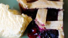 There is nothing to beat a fresh blueberry pie. It doesn't need much: sugar, a bit of cornstarch to thicken all the nice juices and cinnamon. It's perfect with fresh berries, but still mighty fine with frozen ones.