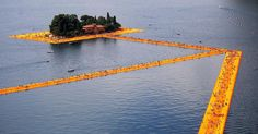 Conceptual artist Christo is giving visitors to Italy's Lake Iseo a chance to walk on water—atop a vibrant orange floating walkway Richard Long, Land Art, Christo Floating Piers, Christo And Jeanne Claude, Italian Lakes, Walk On Water, Water Art, Pictures Of The Week, Expositions
