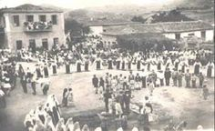 FESTIVAL IN THE SQUARE OF LIVANATES FOTO 1892