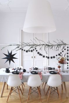 Creative #Table Decoration für #Christmas. Moderner Festtisch in der ...  #christmas #creative #decoration #festtisch #moderner #table