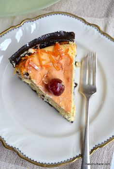 cel mai bun cheesecake cu branza dulce migdale si coji confiate de portocala (1) Easter Pie, Ethnic Recipes, Drink, Food, Sweets, Pie, Meals, Yemek, Drinks