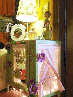 mobiletto trasformato in casa delle fate