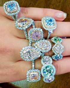 It's Friday! It's difficult to choose which Fancy color Diamond Ring we would…