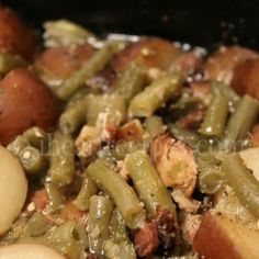 How to make southern soul food style green beans, bacon, and potatoes in the slo. - What's for Dinner? Southern Green Beans, Southern Greens, Southern Style, Southern Food, Southern Quotes, Southern Women, Southern Recipes, Baked Macaroni, Macaroni And Cheese