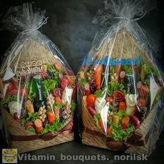 Food Gifts, Diy Gifts, Christmas Gift Wrapping, Christmas Gifts, Food Bouquet, Edible Bouquets, Diy Gift Baskets, Fruit Flowers, Chocolate Bouquet